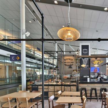 Bistrot montr al trudeau zone internationale for Salle a manger montreal restaurant